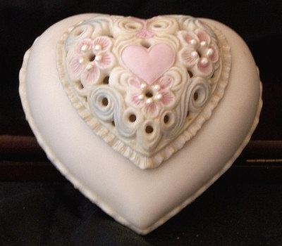 1970s THINKING OF YOU heart box in pastel by Cybis view 1