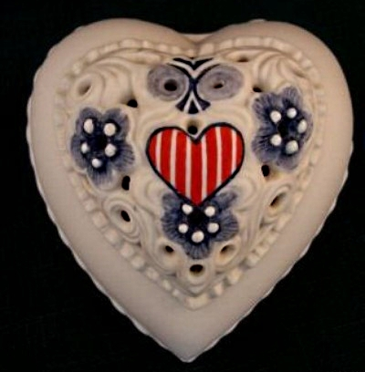1976 THINKING OF YOU heart box by Cybis Bicentennial red white blue