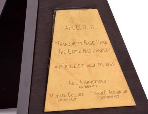 apollo-11-plaque