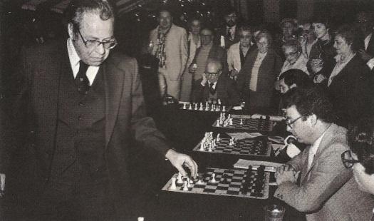 Arthur Bisguier plays 20 matches at Brielle Galleries Cybis Chess Set event