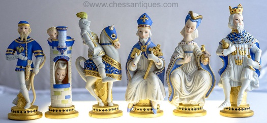 COMMEMORATIVE CHESS SET by Cybis 1979 blue pieces