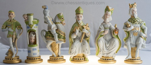 commemorative-chess-set-by-cybis-1979-green-pieces