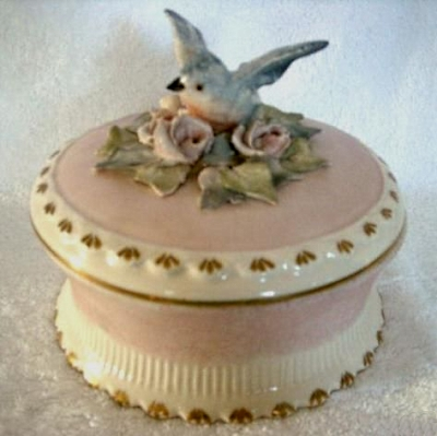 cordey-round-box-with-bird-and-flowers