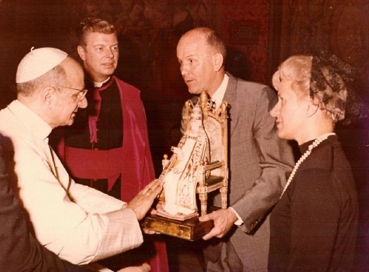 Cybis ST PETER being presented to Pope