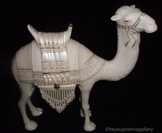 NATIVITY CAMEL I in white and gold by Cybis