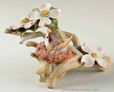 Wood Wren with Dogwood in alternate colorway and 3 flowers